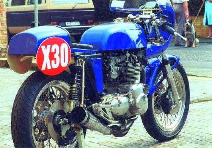 Triumph X30 - 17